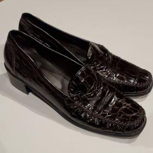 Stuart Weitzman Brown Croc Leather Loafer 10 AA